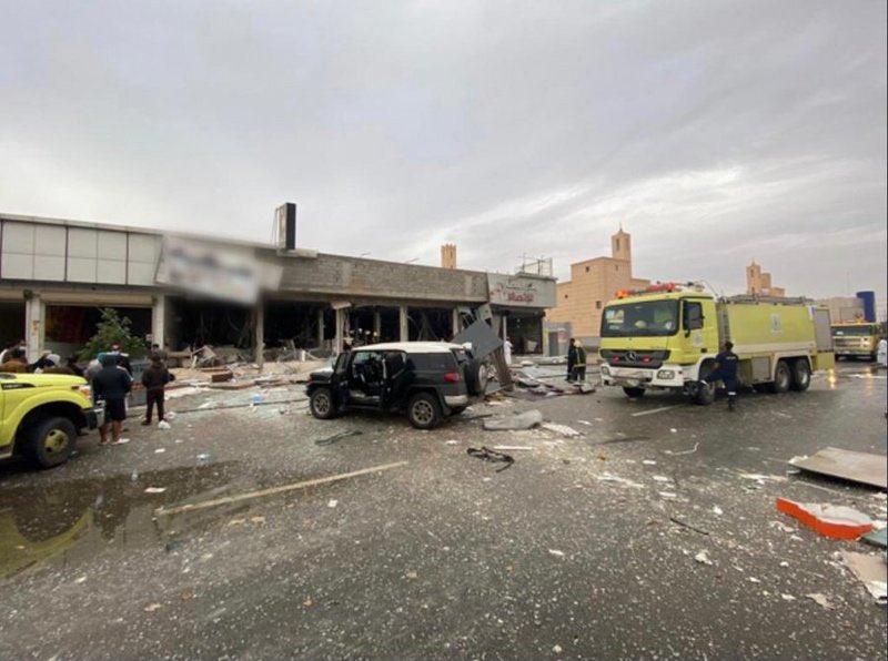 """مصرع عامل وإصابة 6 عقب تسرُّب غاز و""""وميض لحظي"""" في مطعم بـ #الرياض."""