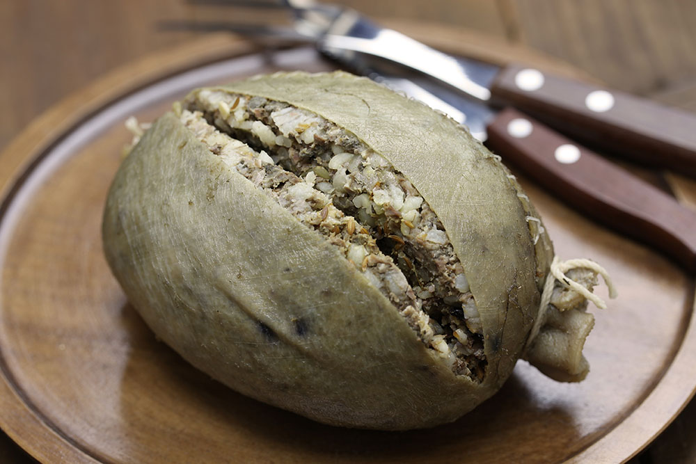 Authentic Scottish haggis has been banned in #America since 1971. https://t.co/B6ig9Rznnj  Crannogs were fortified loch dwellings, found in #Scotland & #Ireland, some dating back 5000yrs @ScottishCrannog https://t.co/SeYfIHlAY5