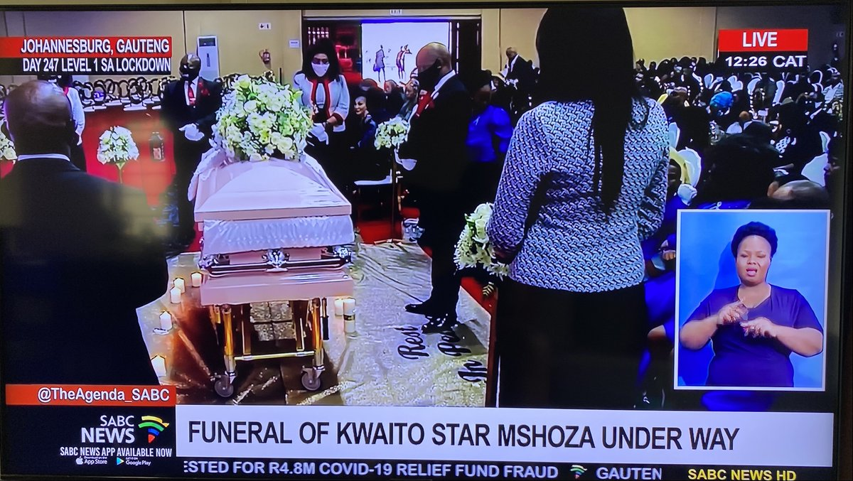 So sad watching the funeral of the first lady of kwaito Mshoza. Nomasonto Maswanganyi, a vibrant soul gone too soon. #RIPMshoza https://t.co/fLNjm5vcas