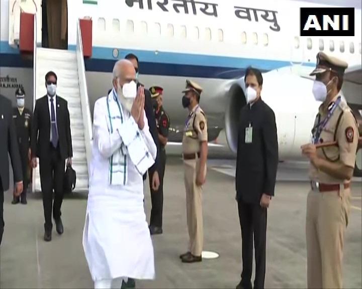 महाराष्ट्र: प्रधानमंत्री नरेंद्र मोदी भारत सीरम संस्थान द्वारा बनाई जा रही COVID-19 वैक्सीन की समीक्षा करने के लिए पुणे पहुंचे।   #Maharashtra #COVID19 @narendramodi #CoronaVaccine @MoHFW_INDIA #IndiaFightsCorona #
