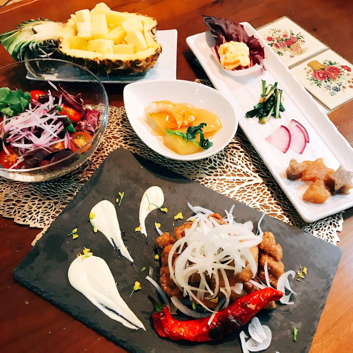 #60歳おやじの晩ご飯 #dinner #マグロの唐揚げ #deep fried tuna #冬瓜とツナのあんかけ #food dressed with a thick starchy sauce of winter melon and shrimp #salad #オードブルらしきもの💦 #something like hors d'oeuvre #パイナップル #pineapple https://t.co/dUBqmnSASC