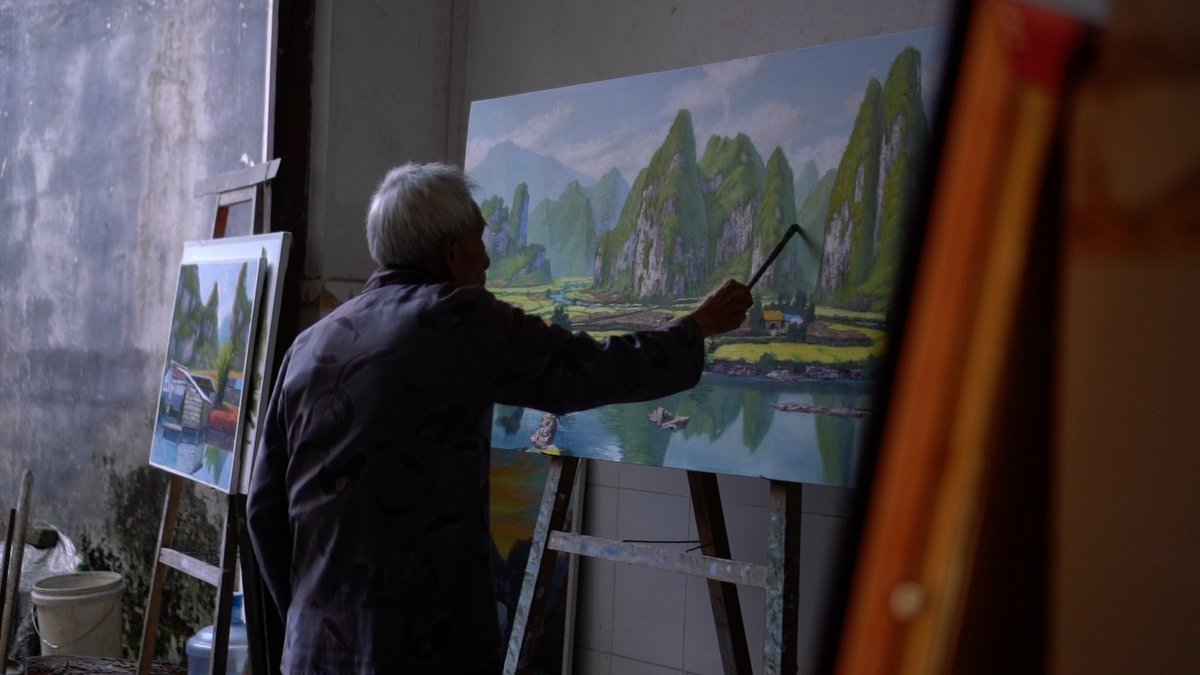 Living in the mountains of Guangxi Zhuang Autonomous Region, the 82-year-old Zhao Dayi was once a young man busy with farm work. But unlike other people who worked as migrant labors, or hunting for businesses, he chose a different way to improve his life – painting.