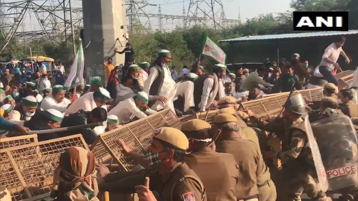 Farmers arrive at Ghaziabad-Delhi border in support of 'Delhi Chalo' protest march (ANI)   #FarmersProtest