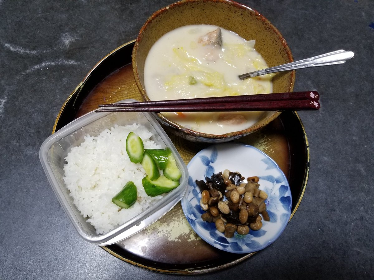 11月28日の晩御飯鮭と白菜のクリームシチュー参考煮豆きゅうりの浅漬けいただきます🙏
