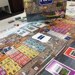 Image for the Tweet beginning: うちボド会 ポルト。ポルトガルの街に建物を建てて点を競う。手札を取るか出すかのシンプルさ。運と考える要素ぁ程よく混じって楽しい。そしてうーん、ボードがほんと綺麗😍✨