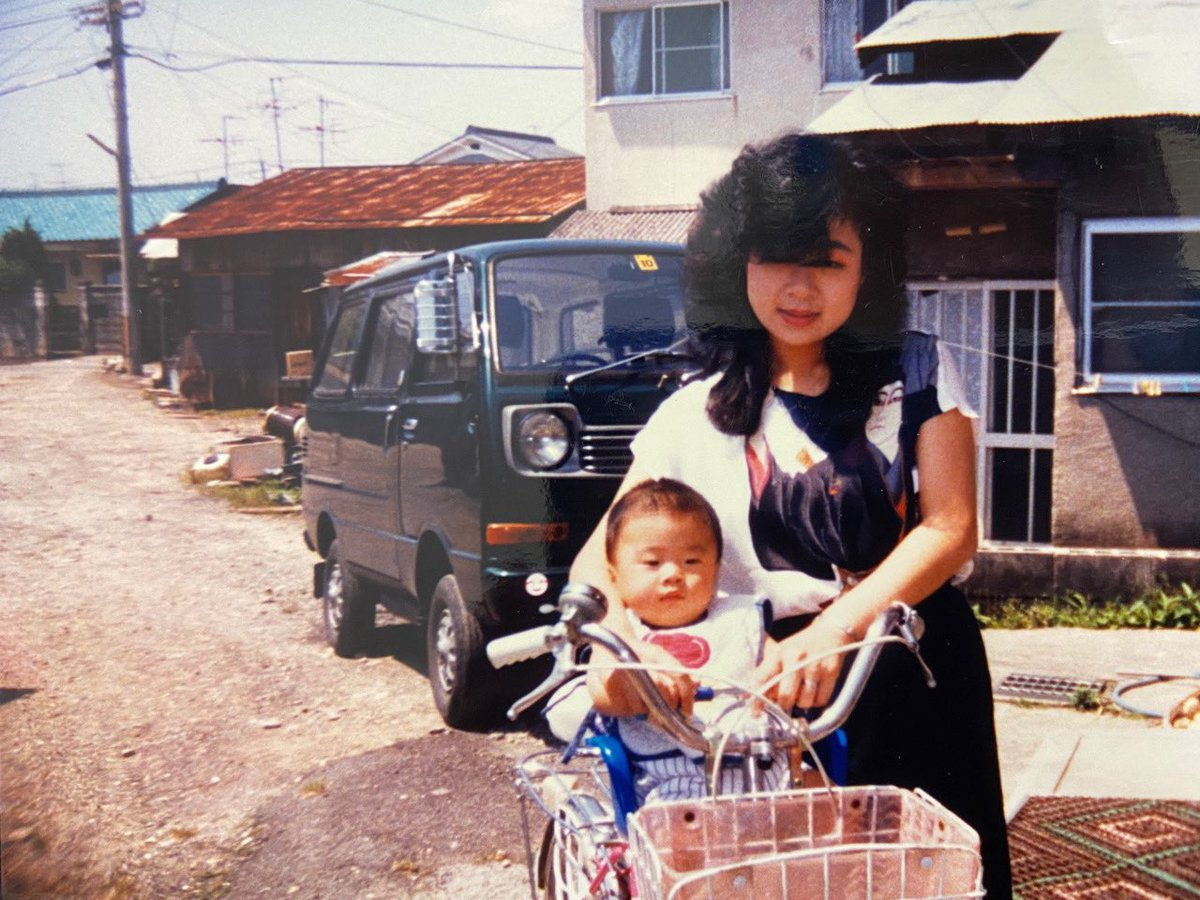 母は僕が興味を持った習い事を全てやらせてくれた。殆どすぐに辞めてしまったけど、母は一度も怒らなかった。理由を聞くと「好きと思えなかったら100%の力出せへんやろ?私の役割は、お前が興味を持ったことをなるべく体験させて、心から好きと思えることに出会えるまで投資をすることや」だった。