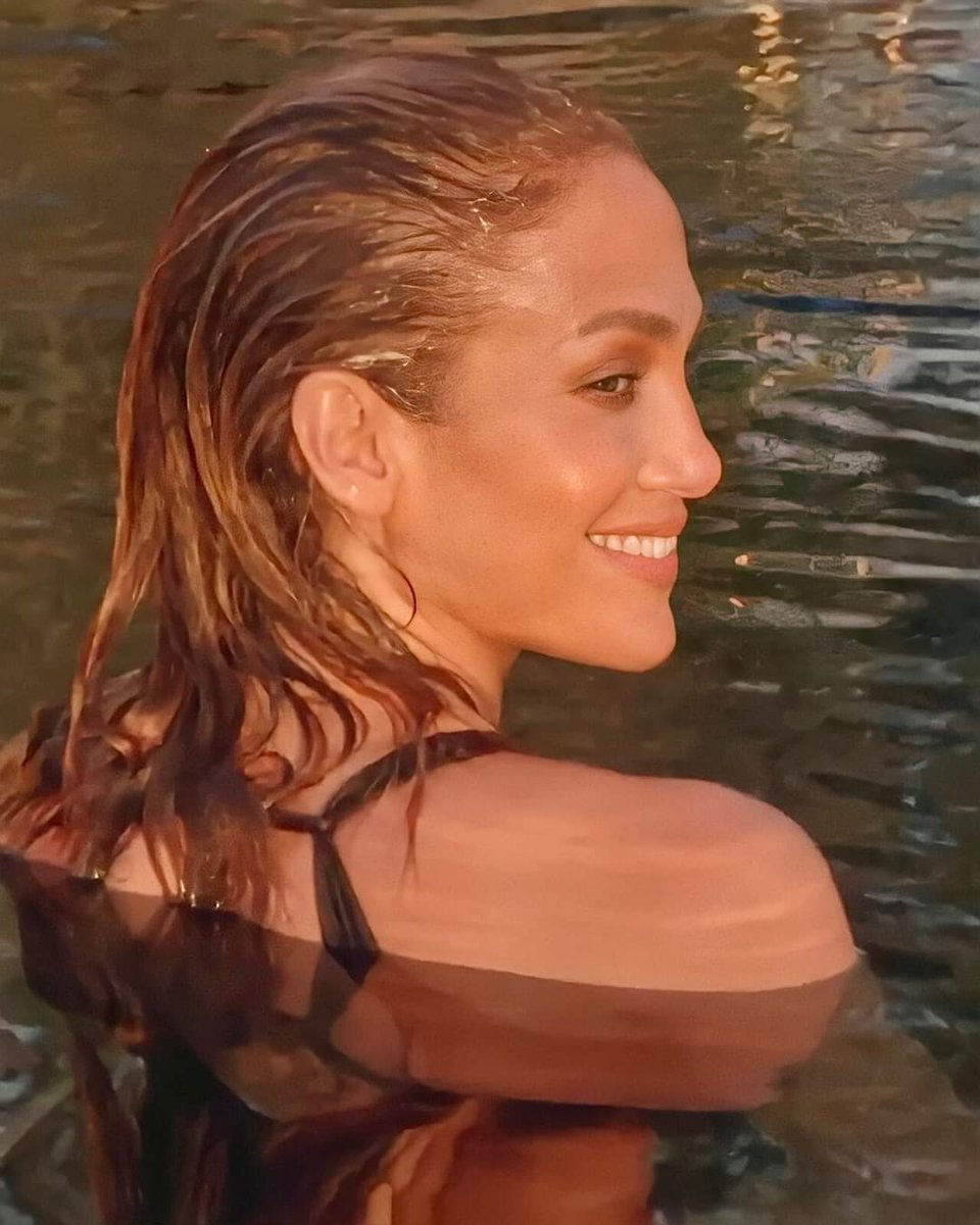 Replying to @fromthebr0nx: .@jlo's skin. that's the tweet #inthemorning