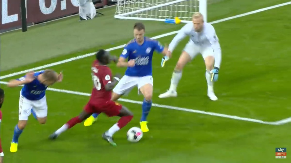 Replying to @CharlieThew91: Are you forgetting this blatant dive Liverpool fans? Not very nice being on the other end is it