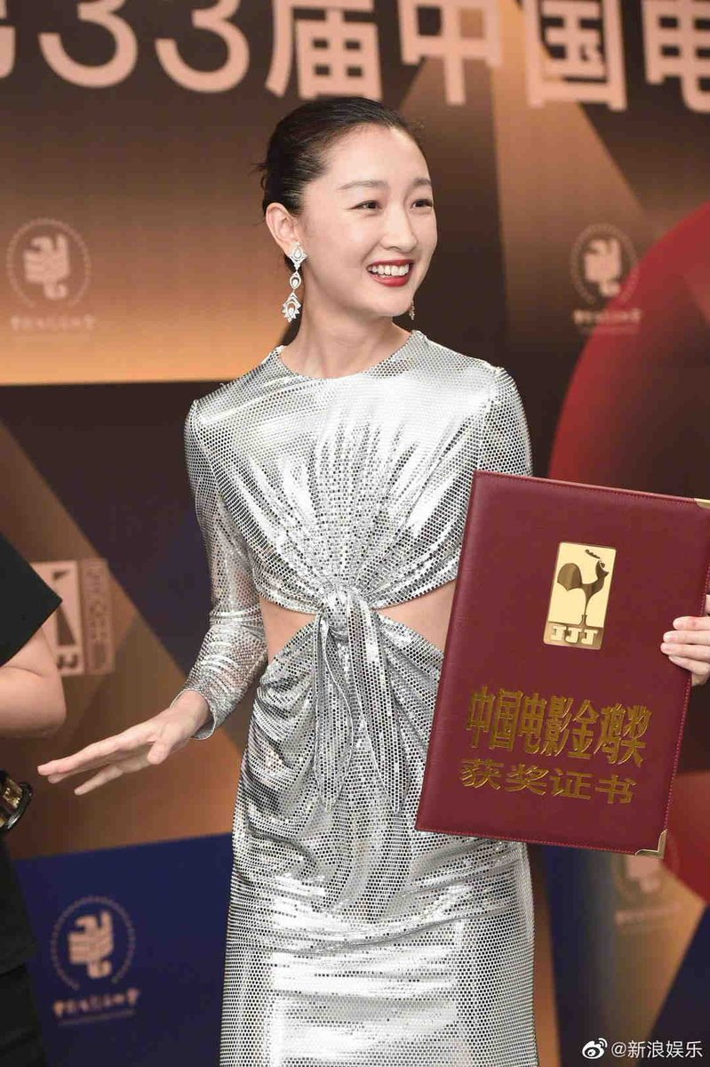 Congrats to #ZhouDongyu, who becomes just the third actor after #ZhouXun and #ZhangZiyi to have won at all 3 of the major Chinese language film awards - Golden Horse Awards (#SoulMate, 2016), Hong Kong Film Awards (#BetterDays, 2020), and Golden Rooster Awards (Better Days, 2020) https://t.co/zfpNBKIdBf