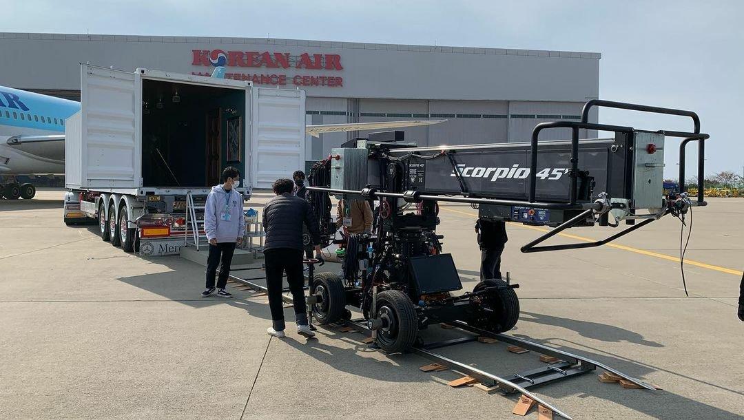 [📑 INFO] El director de AR FILM, Ojun Kwon, compartió en su cuenta de IG📸 imágenes del detrás de escena del set creado para las presentaciones de '#Dynamite' y '#LifeGoesOn' de #BTS para el programa #LateLateShow con James Corden     #BTSxCorden @BTS_twt