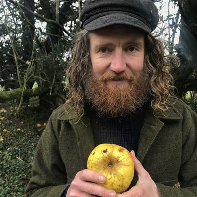 New #apple variety discovered by #Wiltshire jogger https://t.co/5rSPC1bMS2 https://t.co/VIHfv9ACwu