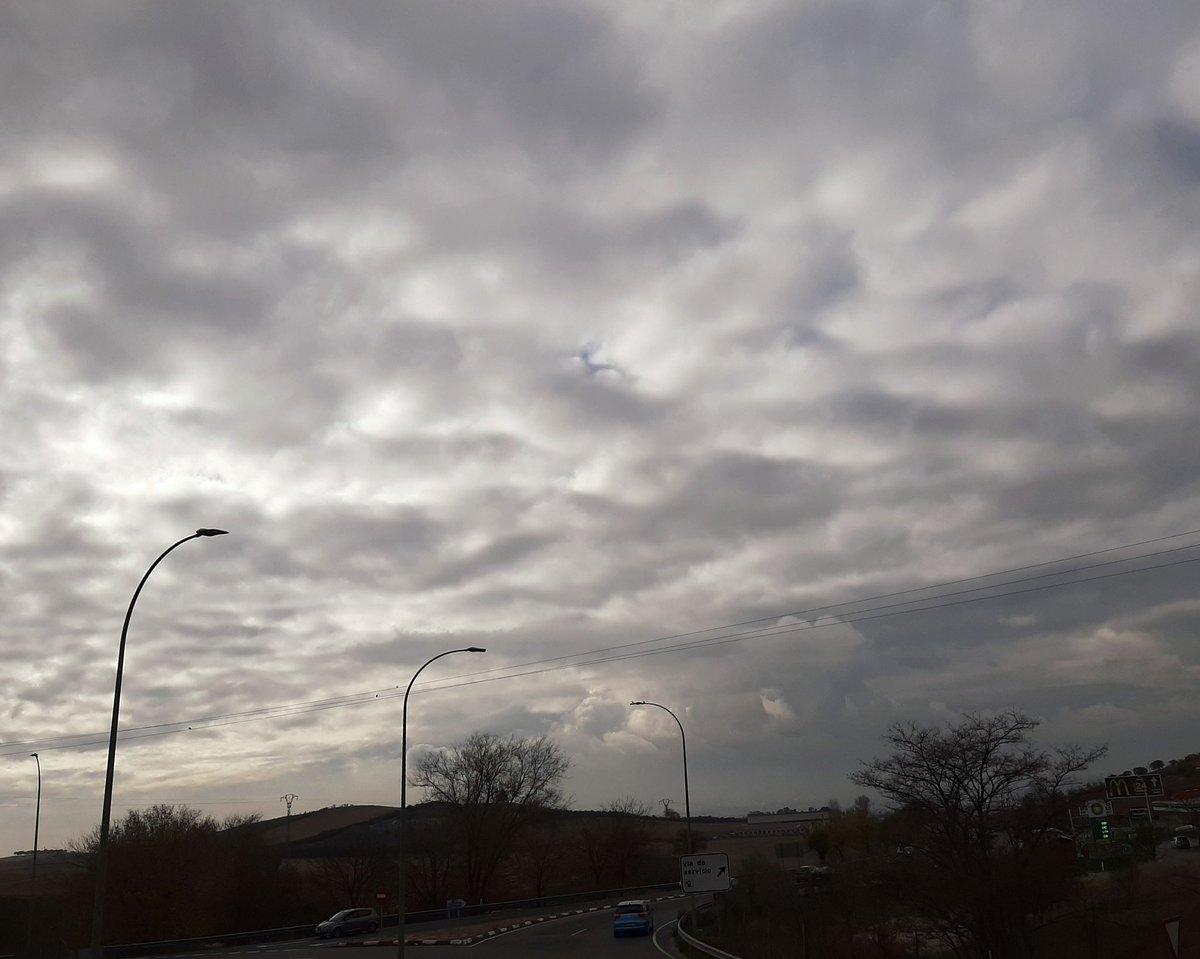 Pues así estamos en #Algete , día #cubierto y #frío  #nubes  #poda  #otoño2020  #Autumn https://t.co/hxLvYXMUI1