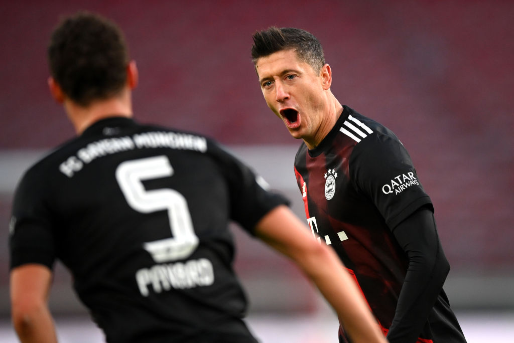 💥 𝐋𝐞𝐰𝐚𝐧𝐝𝐨𝐰𝐬𝐤𝐢 ha marcado en la victoria del Bayern por 1-3 ante el Stuttgart en la Bundesliga y ya suma 2⃣6⃣1⃣ goles en 303 partidos oficiales con el vigente campeón de Europa 🔝  #UCL | @FCBayernES