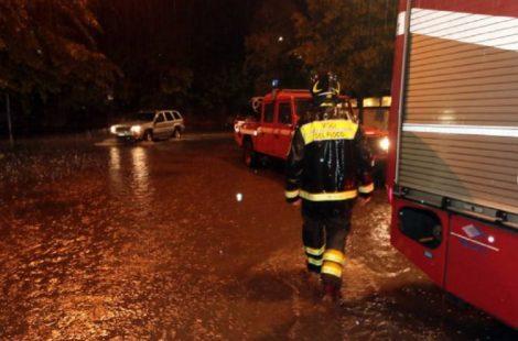 Paura alla Guadagna, un uomo trascinato via dalla forte pioggia, salvato dai residenti - https://t.co/KaI9cH8qiS #blogsicilianotizie