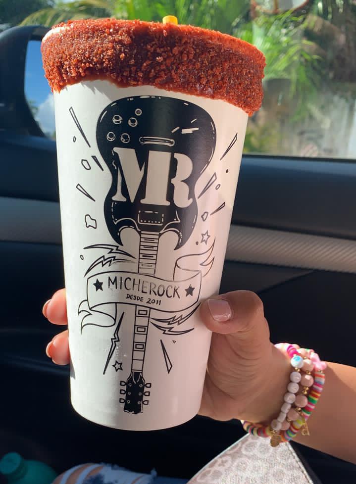 Ya es sabado! Aplica una michelada llena de ROCK y SABOR 😎🤘🏼 #Twittab #MR #MicheRock https://t.co/rHykk3UFnF