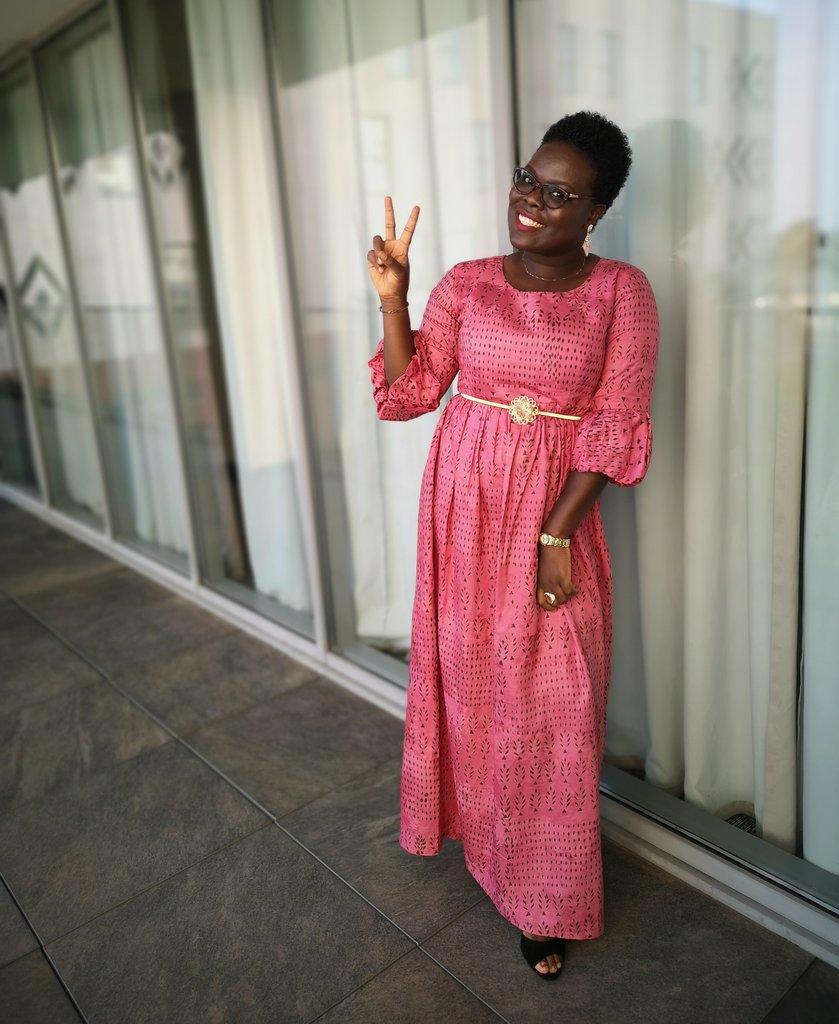 Proud African Girl !!! ❤️ #textileguinéen #guineangirlskillingit #guineangirlmagic #smile #brownskingirl #shorthairdontcare https://t.co/JnCbERmFKA