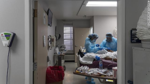 More than 91,000 people in the US were hospitalized with coronavirus Saturday, more than at any previous point in the pandemic https://t.co/1NNI7gvyY2 https://t.co/jKN2twUTKj