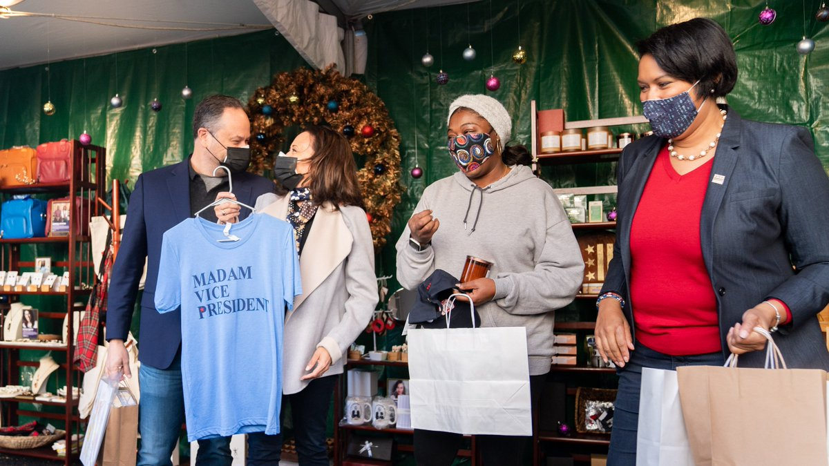 Had a wonderful time getting some Small Business Saturday shopping done with @DouglasEmhoff this morning at the outdoor @dtwnholidaymkt. Thank you, @MurielBowser, and everyone who supported small businesses not just in our communities but all over the country today.