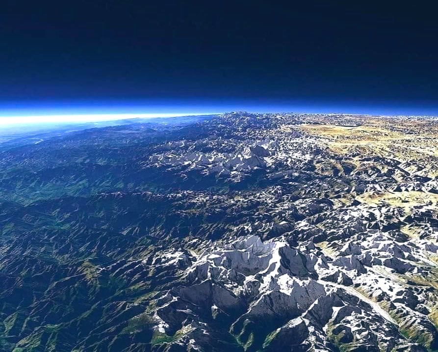 The Himalayas seen from low earth orbit. #Himalayas #Mountains #EathScience #Geology https://t.co/yy55JgqNPP