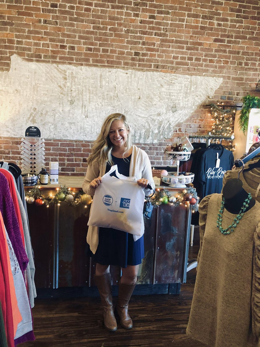 Visit to Riley Reese Boutique and Graphic Obsessions #SmallBusinessSaturday #shopsmall