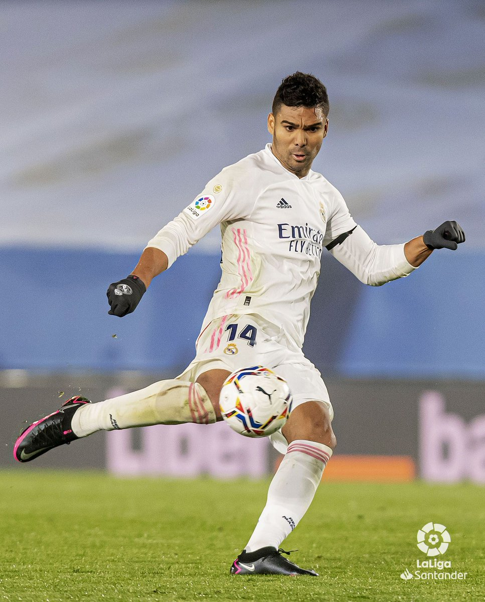 Casemiro pulls one back for @realmadriden! 💥  #RealMadridAlaves