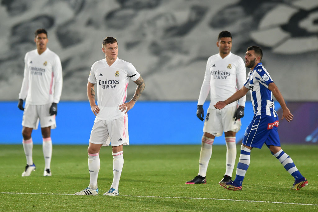 El @realmadrid perdió por 1⃣-2⃣ ante el Alavés en la Liga  👉 El Alavés se puso 0-2 con goles de Lucas Pérez y Joselu 👉 A poco del final, Casemiro acortó distancias 👉 Tercera derrota en Liga del Madrid que no se acerca al liderato