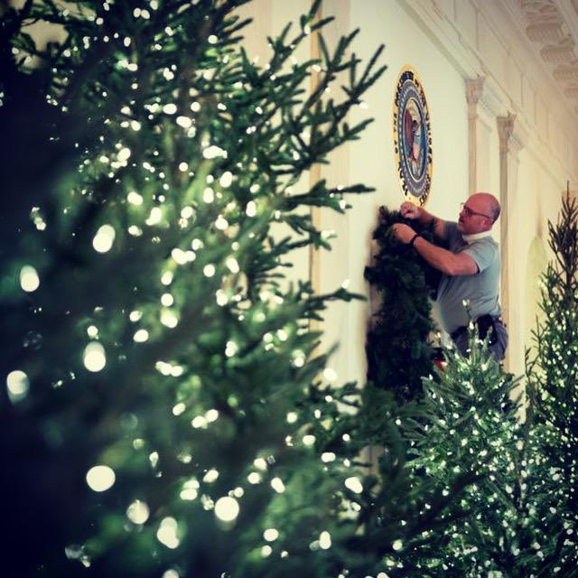 This weekend, volunteers from all across America have come to decorate the @WhiteHouse for the holiday season. Thank you for your time, enthusiasm & devotion to make sure the spirit of peace & joy fill the historic rooms & halls of the People's House! #WHChristmas