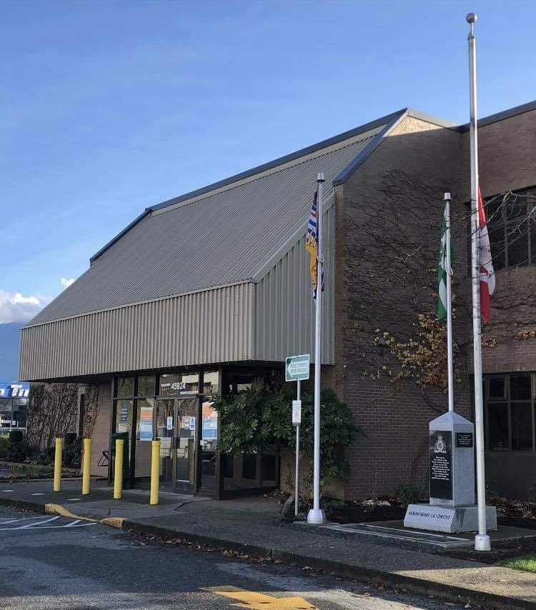 Canadian flag at half mast at the #Chilliwack RCMP detachment today for OPP Const. Marc Hovingh who was killed in the line of duty on Manitoulin Island. His nephew and other relatives live in #Chilliwack and #Abbotsford. Flags are at half mast across the country #halfmastformaec https://t.co/gBzfLS2NQP