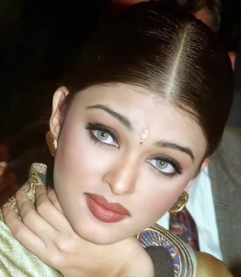 Miss World 1994 press in India   #aishwaryarai #bollywood #deepikapadukone #priyankachopra #aliabhatt #kareenakapoor #katrinakaif #salmankhan #anushkasharma #dishapatani #shraddhakapoor #aishwaryaraibachchan