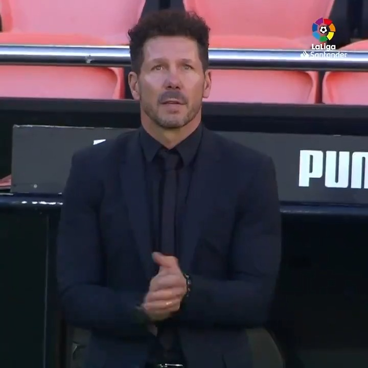 A moving moment as @Simeone mourned former teammate Diego Maradona ahead of #ValenciaAtleti... ♾
