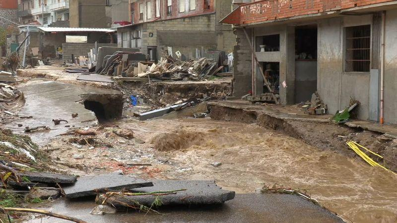 At least three people killed by flooding in Sardinia reut.rs/36eLhKS