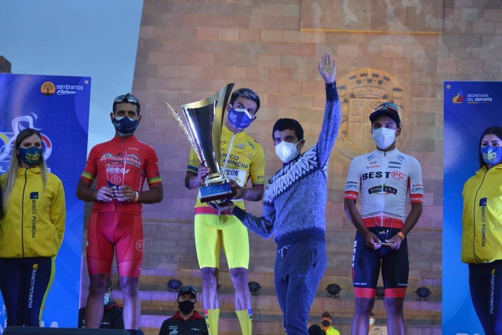 Mijines! Felicitaciones a todos por hacer posible esta @VueltaEc 🇪🇨👏🏽 En especial a la organización y a todos los ciclistas que nos regalaron un bonito espectáculo en estos tiempos tan difíciles 🤪 📸 Álvaro Pérez Miño https://t.co/Wk7b1uZk3S