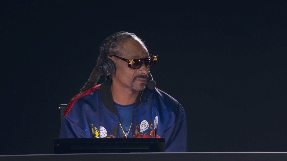 Can we get Snoop in the Lakers broadcast booth this season? https://t.co/DkgFMDpKty