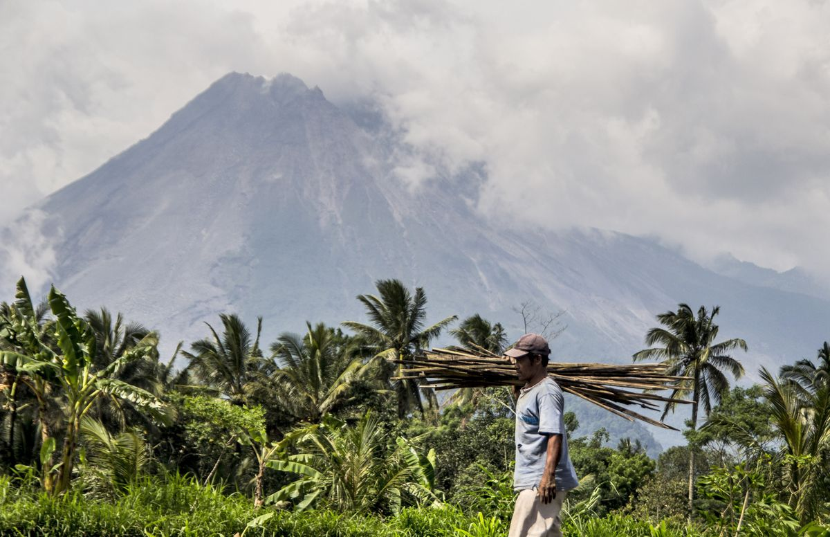 تحتضن #إندونيسيا أكثر من 150 بركانًا ولا يزال 127 منها نشطًا #صباح_العربية #كل_يوم_معلومة