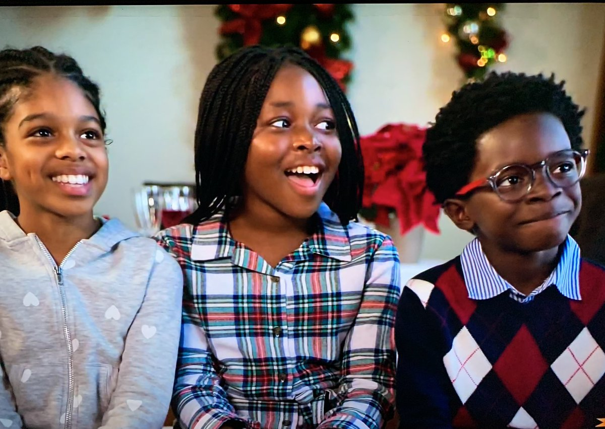 What an adorable and sweet Christmas movie. The kids actually having an adventure was such a plus and made it even more Christmasy #MerryLiddleChristmasWedding @lifetimetv