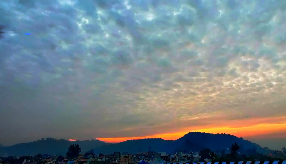 It's a perfect beginning to a great day... #sunrise #dawn #daybreak #November #himalayas #himachal https://t.co/7gUjM1Qdnf