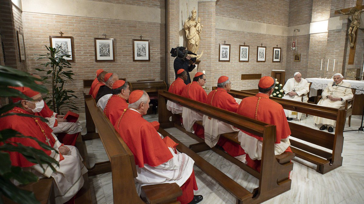 """LOOK: #PopeFrancis and the new cardinals visit Pope Emeritus #BenedictXVI  at the """"Mater Ecclesiae"""" chapel in the Vatican after the #consistory Nov. 28. (Vatican Media) #cbcpnews"""