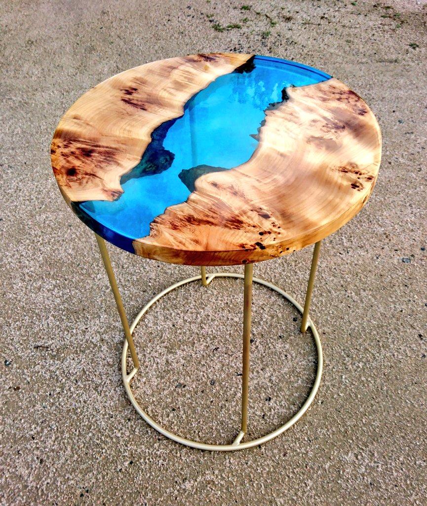 初めての円形の作品です!美しいサイドテーブル…