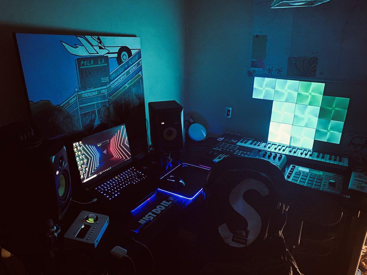 @Razer @TeamRazer  #Producers #engineers  @alextumay #Beats #NewMusic https://t.co/mGAZtuDDe9