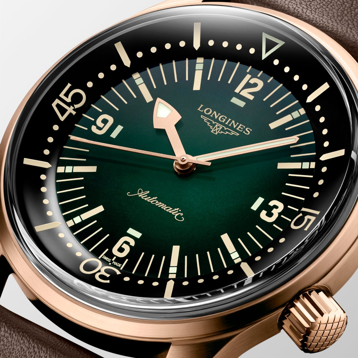 Bronze is a living material which becomes more beautiful with time, making each timepiece unique. #EleganceisanAttitude  #LegendDiver https://t.co/q6TBKjgGoN
