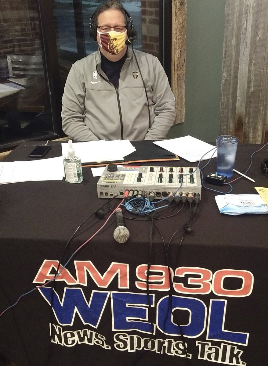 Had a great time hosting the @AM930FM1003WEOL girls basketball preview show last night. Was so much fun to see the coaches again. Loved it! Thanks WEOL for having me https://t.co/NzYbRDZuCN
