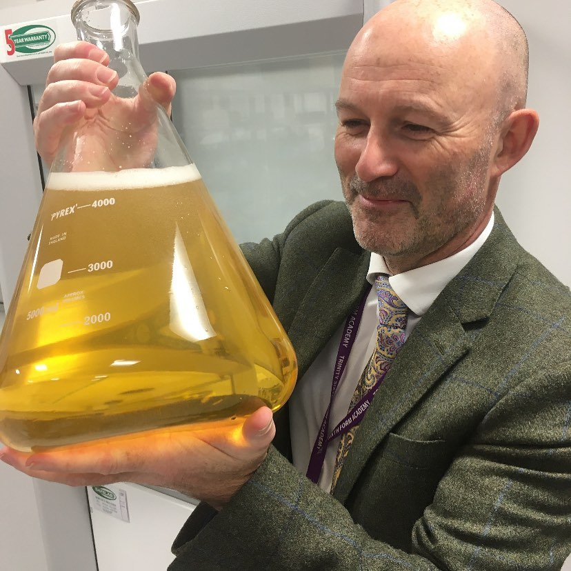 ✨ Meet the Team ✨ Justin Davies teaches A level Chemistry at TSFA. He has been teaching A level Chemistry for twenty-seven years! He particularly enjoys teaching mechanisms and synthesis in organic chemistry. 🧪 #MeetTheTeam