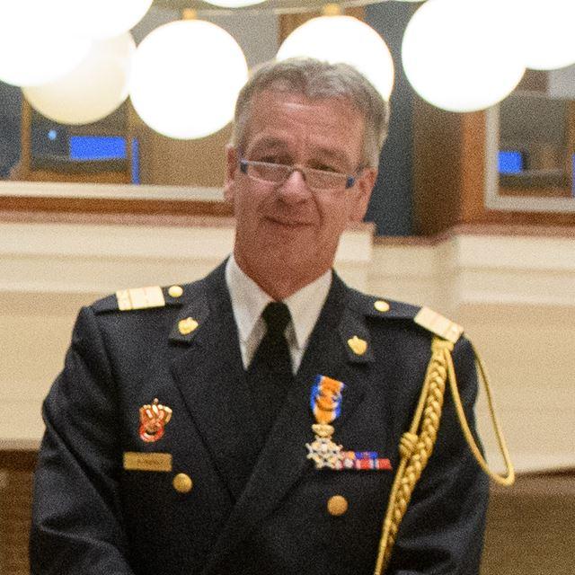 Koninklijke onderscheiding voor Stephan Wevers -. - Stephan Wevers droeg begin oktober na negen jaar de voorzittershamer van Brandweer Nederland over.