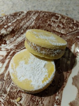 Alfajores on a plate