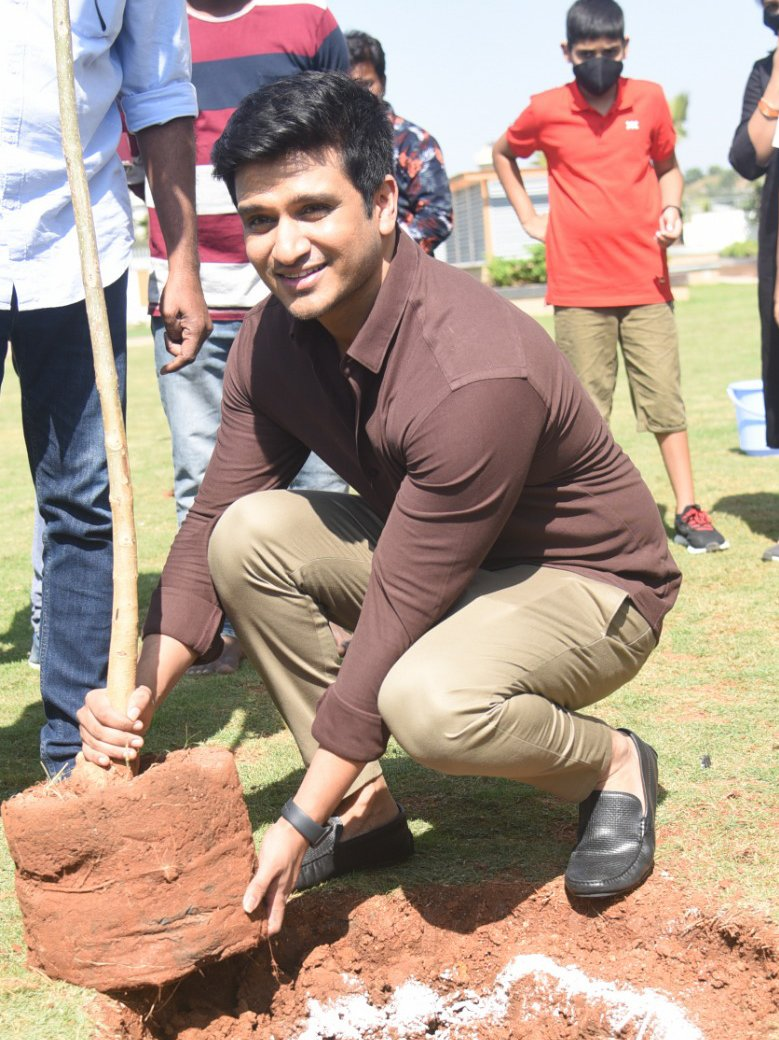 Iv accepted #HaraHaiTohBharaHai #GreenindiaChallenge  frm @Rajaraveendar Planted 3 saplings.  I am nominating the entire #18pages team nd my Heroines @anupamahere @avika_n_joy #Swathi  to plant 3 trees & continue the chain..special thanks 2 @MPsantoshtrs 4 taking this initiative