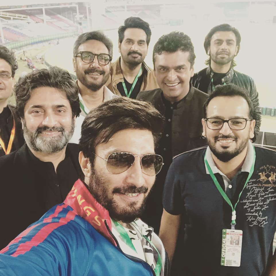 With the boys at the #HBLPSL #HBLPSLV finals @KarachiKingsARY versus @lahoreqalandars in the house @adnanactor @aijazz7 @farhan_saeed @iamhumayunsaeed @FaisalJavedKhan making memories..... https://t.co/LUcRomJGcV