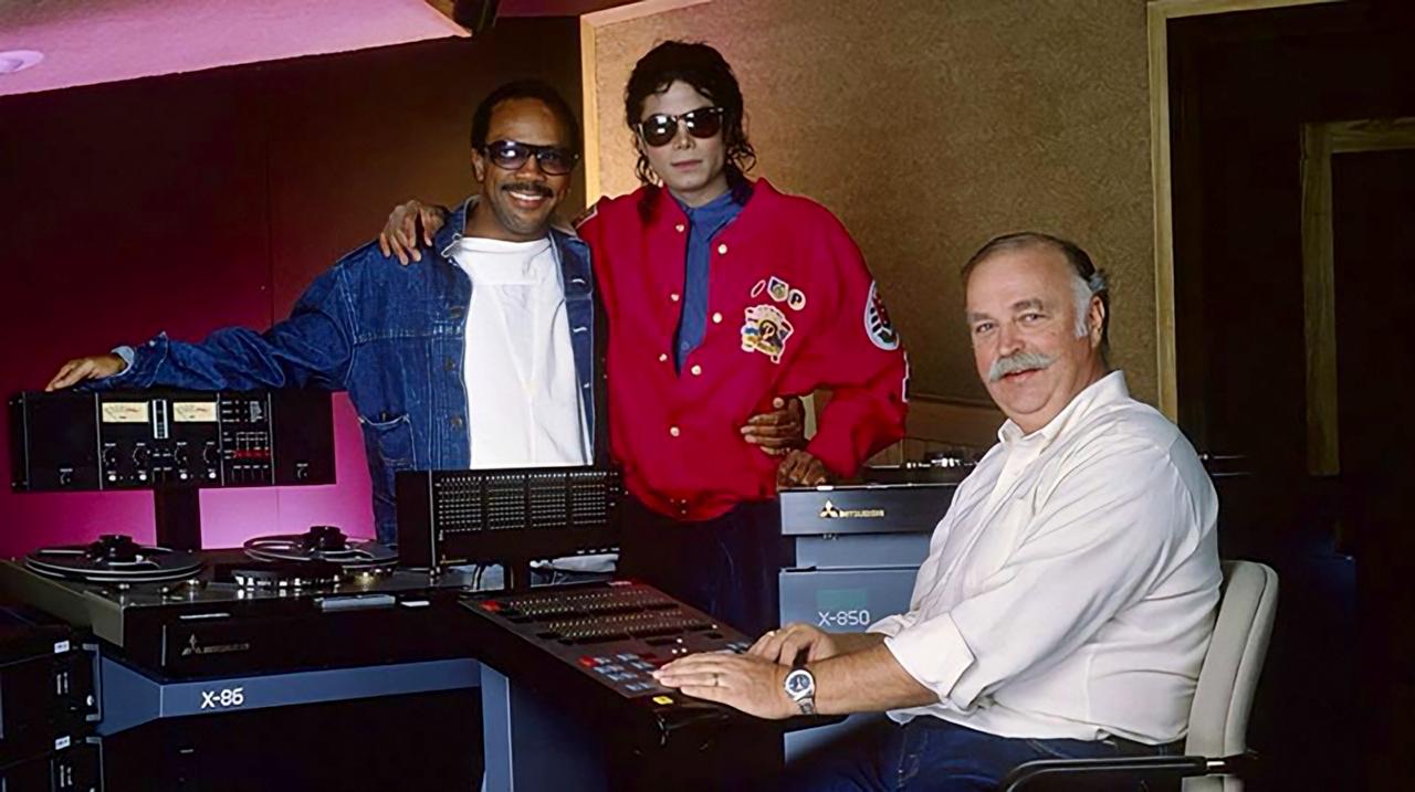 Michael Jackson (29 de agosto de 1958 - 25 de junio de 2009) - Página 12 EnCzLO9WMAAxN2E?format=jpg&name=large