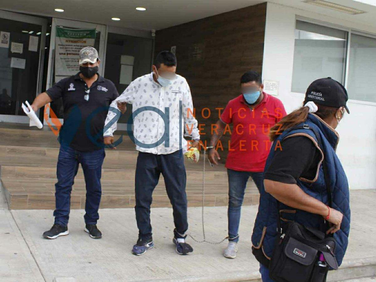 Asimismo, este mismo día el gobernador de la entidad Cuitlahuac García Jiménez señaló que ambas personas estarían activamente involucradas en el crimen de la alcaldesa de Jamapa, Florisel Ríos Delfín.   #VEAInforma #Veracruz #Jamapa #AsesinanAAlcaldesa #Enfrentamiento https://t.co/5wC7Lp4mb7