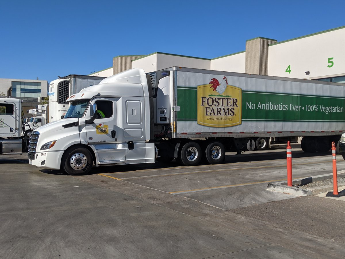 Today, @FosterFarms donated 1,000 frozen turkeys to the @SDFoodBank! This generous donation will be distributed ahead of Thanksgiving to help provide a traditional Thanksgiving meal to 15,000 people in need in San Diego County. Thank you, Foster Farms, for your continued support!