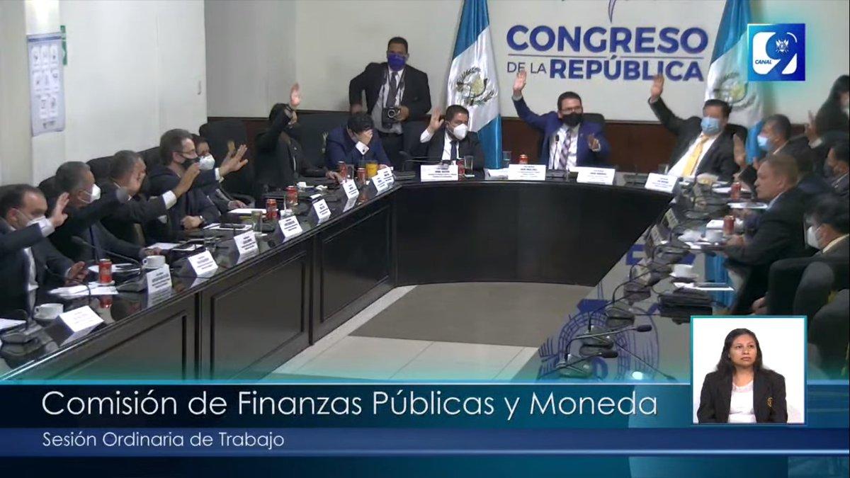 Previo a iniciar la sesión plenaria de este día, con 16 votos a favor de 21 diputados que integran la Comisión de Finanzas y Moneda del @CongresoGuate fue dictaminado a favor el proyecto de presupuesto para el ejercicio fiscal 2021. #CongresoVisible